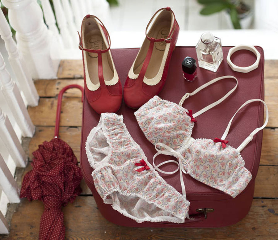 Retro-inspired cotton lingerie set red satin ribbons and soft bralette
